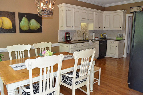 Photo and kitchen by Sonia Barker via Hometalk.com.