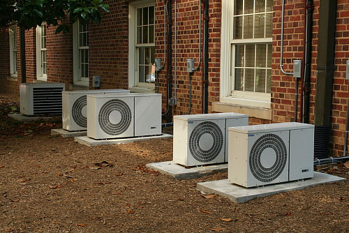 Photo of air conditioners by Ildar Sagdejev/Wikimedia Commons.