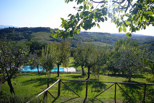 Photo of a Tuscan swimming pool by Podere Casanova/Flickr Creative Commons.